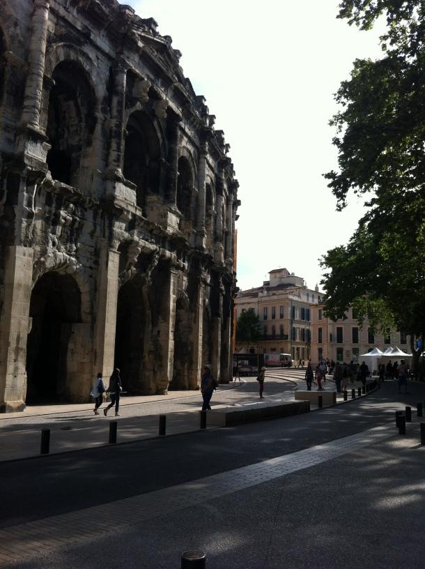 Arènes de Nîmes de l'extérieur