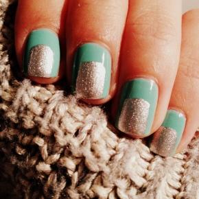 Manucure turquoise etargentée