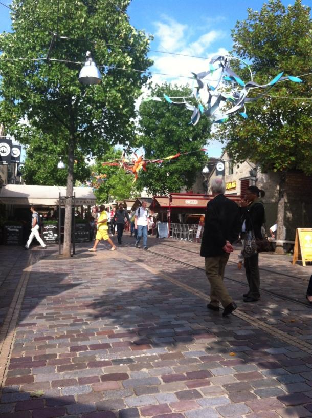 Rue piétonne Bercy Village